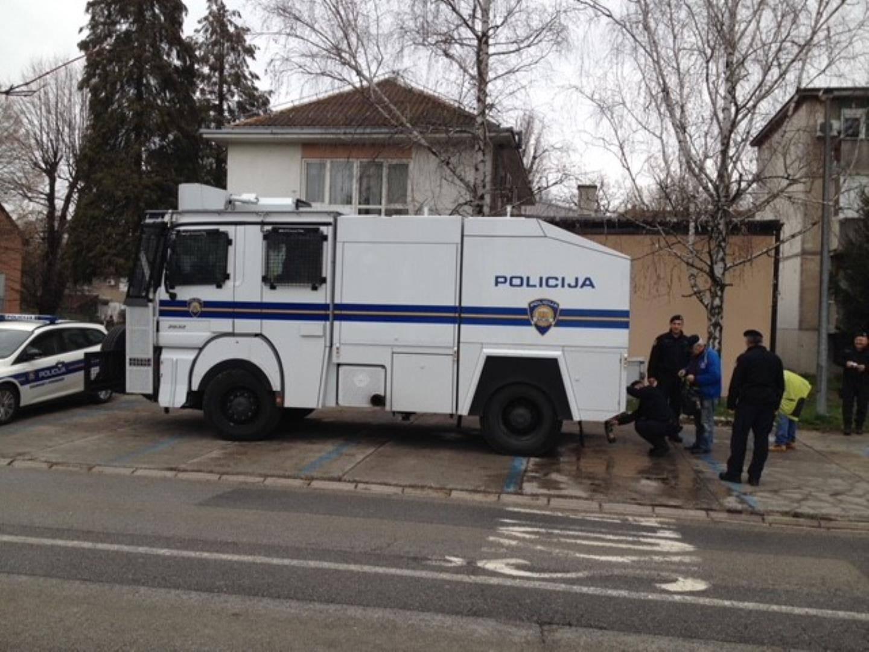 I policija dostavlja pitku vodu građanima Slavonskog Broda