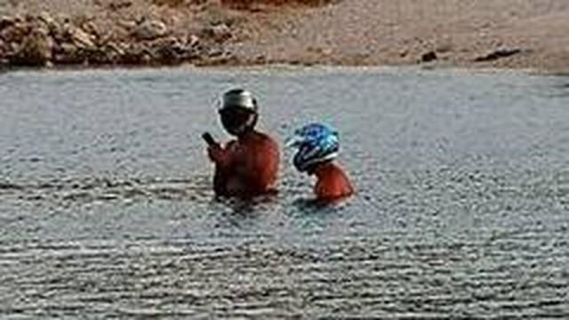 Daft punk kod Trogira: Ovo štiti od korone, ajkula i 5G zajedno