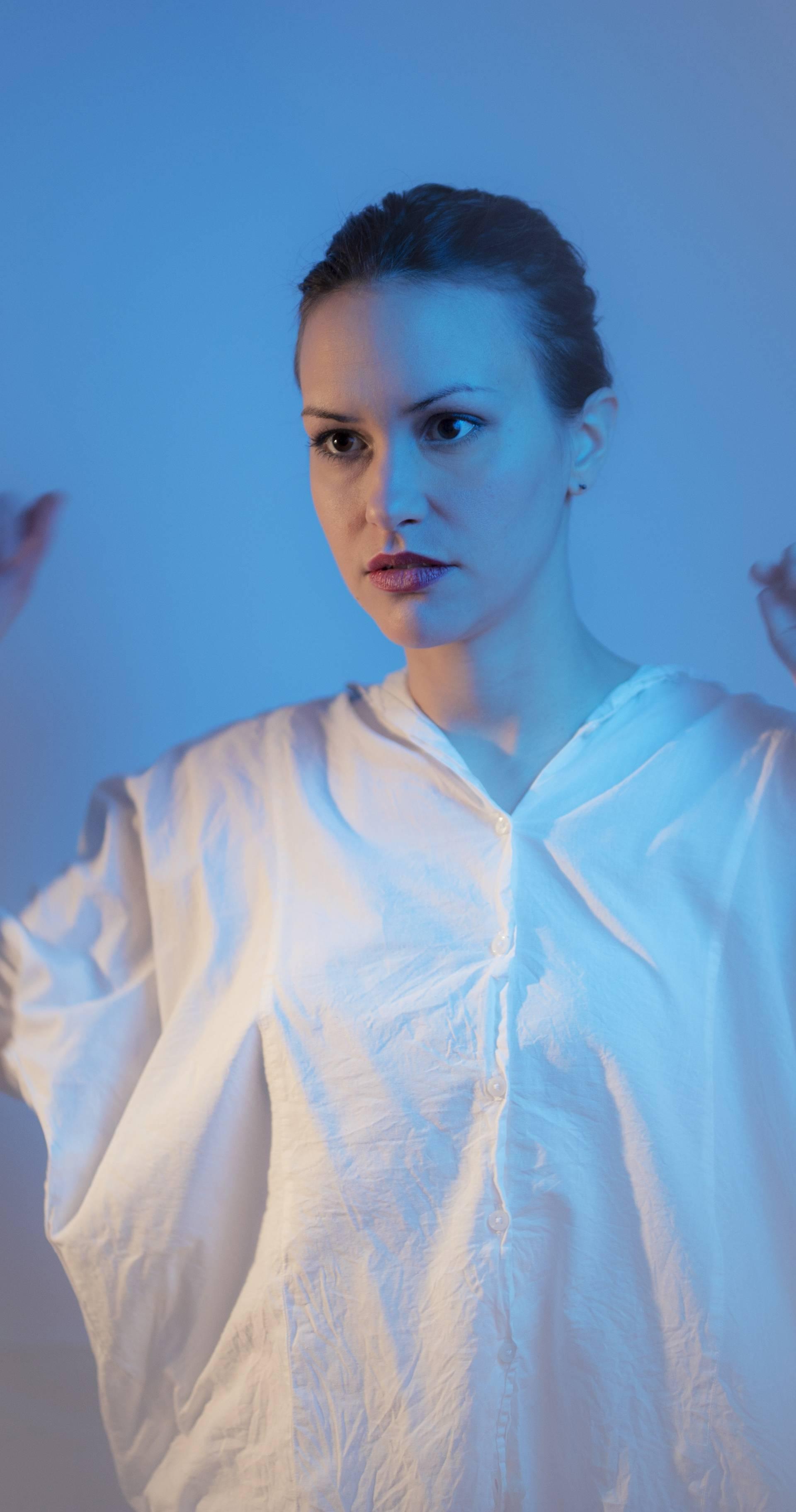Singlom 'X' Irena Žilić otkriva novi zvuk svog drugog albuma