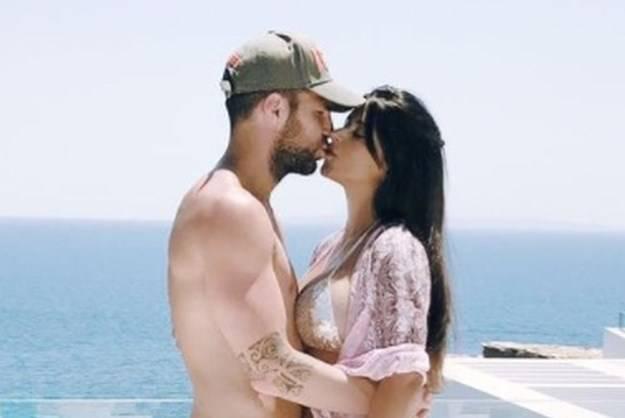 'Viri ti nešto': Fabregas ljubio svoju suprugu pa se uzbudio