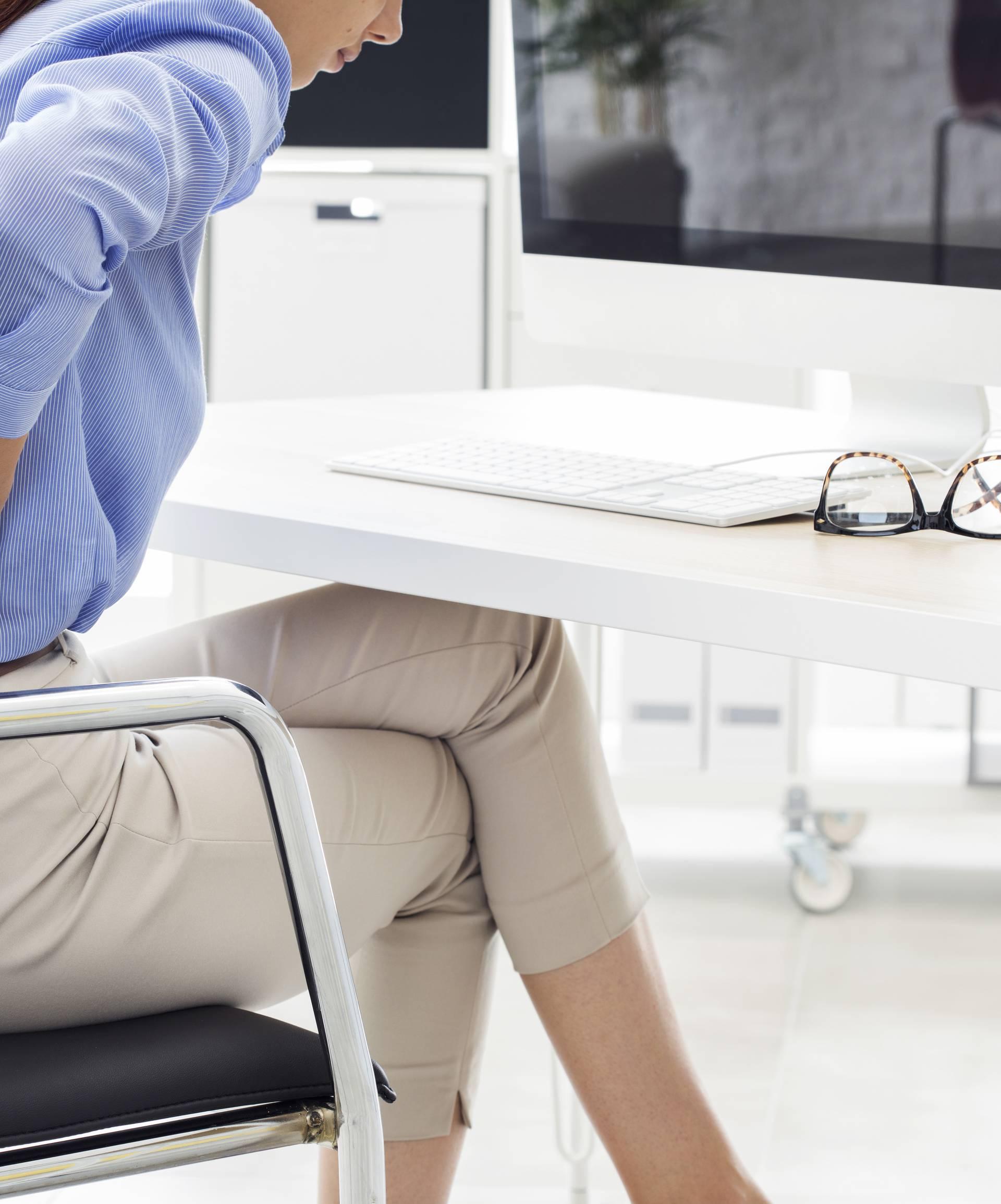 Radite od doma i često sjedite sad? Leđa vas sigurno 'ubijaju'