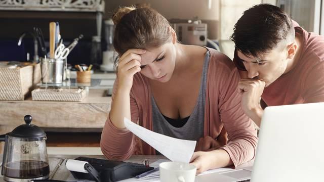 Spas ekonomije: trebamo li štedjeti ili trošiti?