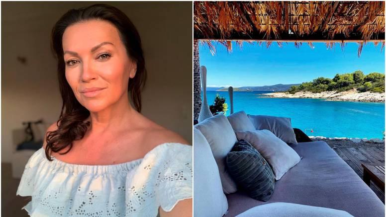 Nina objavila fotke s mora, Lepa Brena joj piše: Mučiš nas malo?