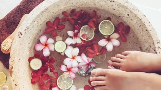 Lijepa stopala: Ulje od čajevca ublažava i liječi infekciju nokta