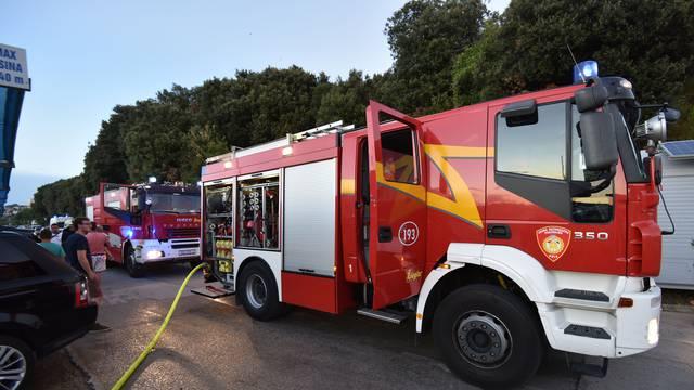 Gasilo ju sedam vatrogasaca: Gorjela je jedrilica na Šolti