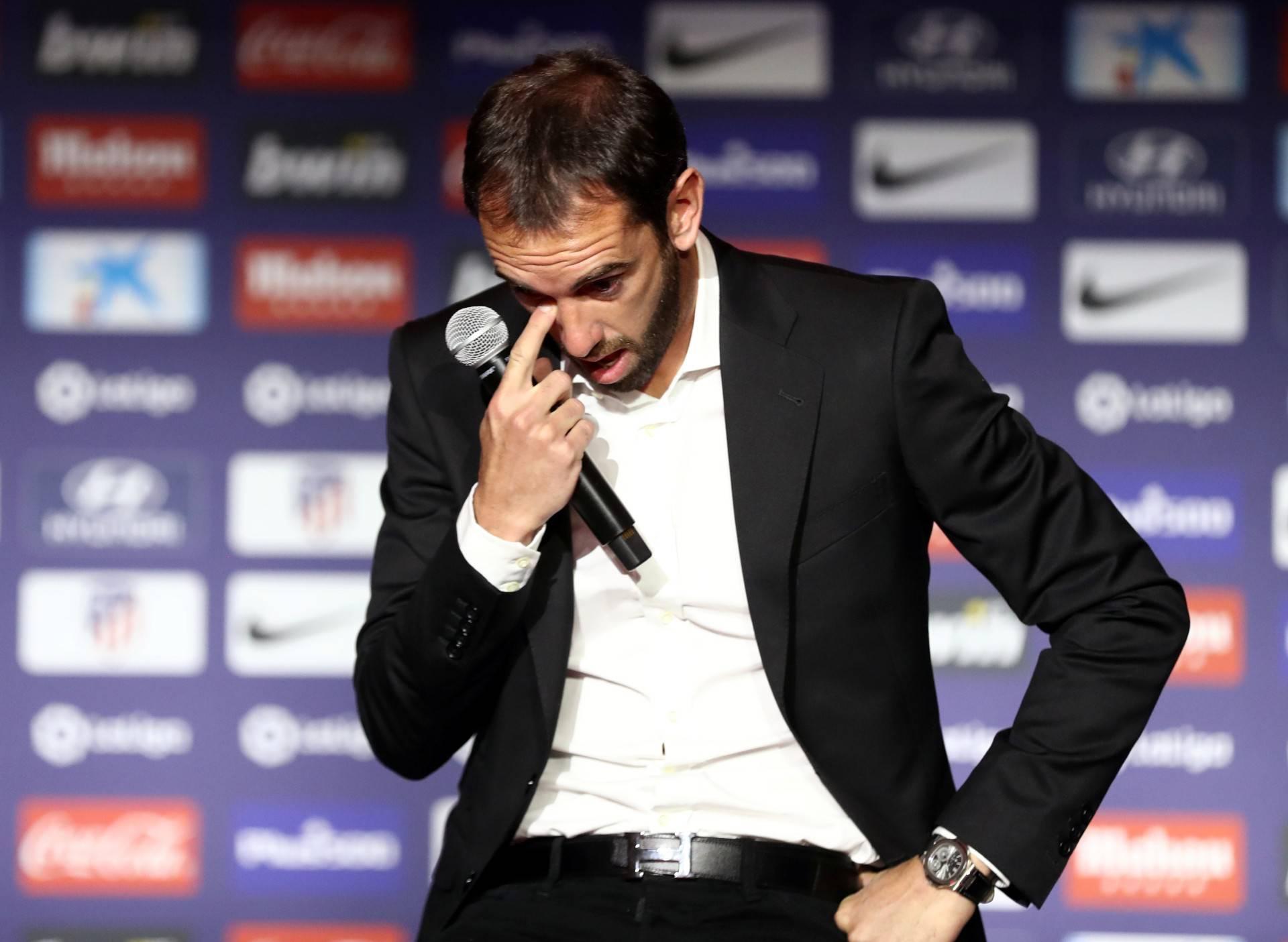 Diego Godin zaplakao i rekao kako na ljeto napušta Atletico