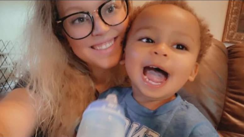 Dječak (2) ubijen u majčinim rukama tijekom krađe auta