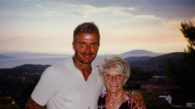 'Mamin sin': David Beckham ljetovao je s majkom u Grčkoj