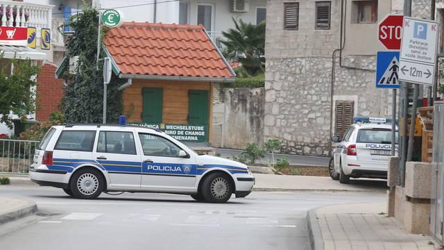 Opljačkali banku u Tribunju:  Cijelo mjesto puno je policije