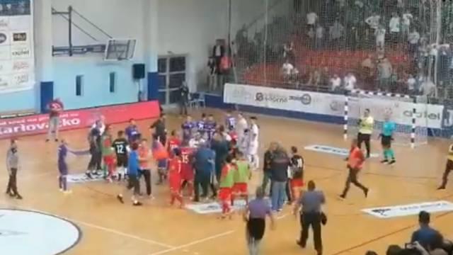 Makarani slavili, gosti ludjeli: Opća tučnjava poslije utakmice