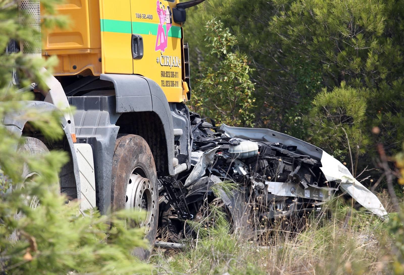 Vodice: U sudaru kamona miješalice i automobila smrtno stradala jedna osoba