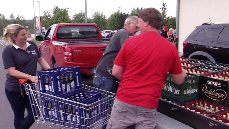 Pokupovali tisuće piva, samo da bi neonacisti ostali žedni