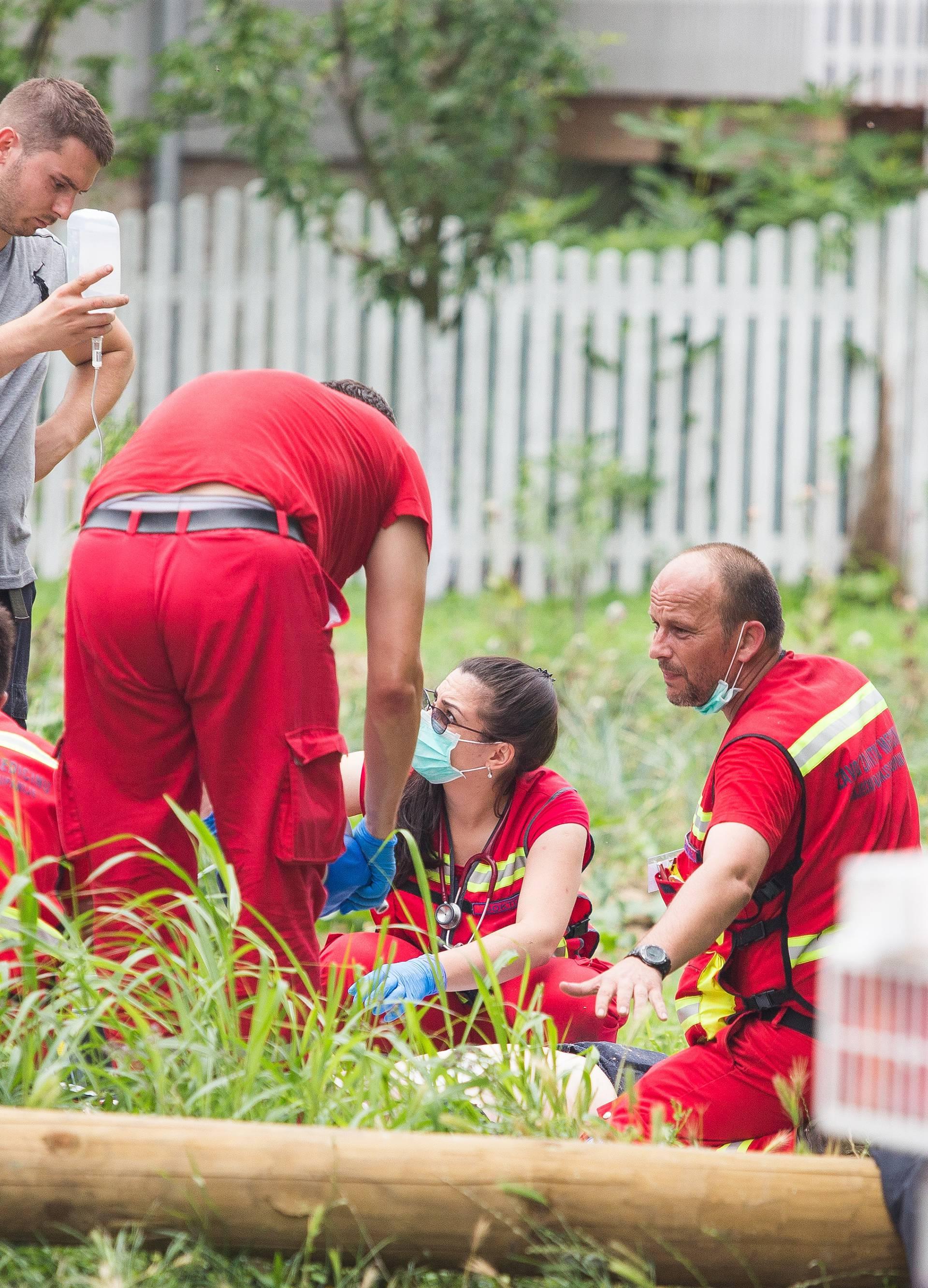 Radnici upali u kanalizacijski otvor u Čepinu: Dvoje poginulih