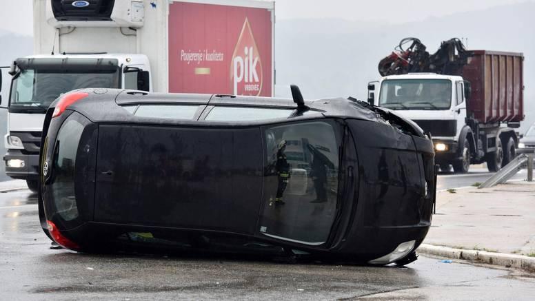 Nesreća kod Šibenskog mosta: Ukliještenog vadili vatrogasci!