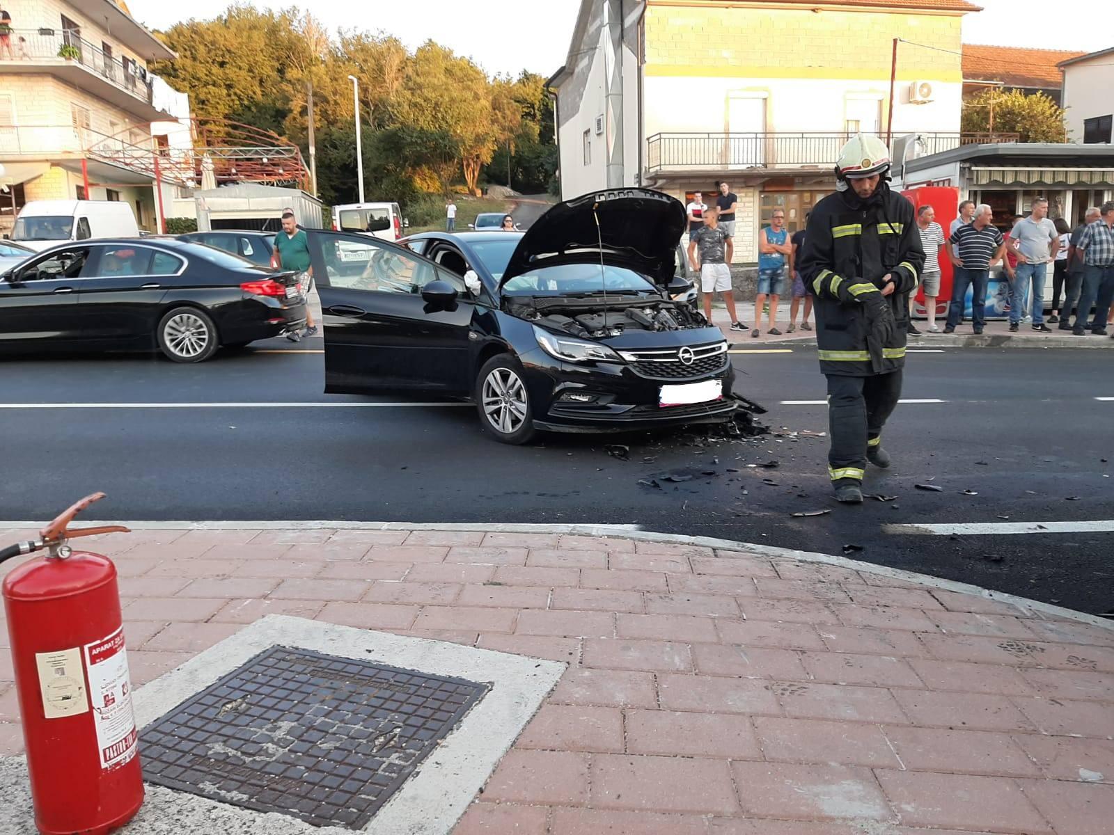 Sudarili se auto i motocikl: U Trilju je ozlijeđeno troje ljudi