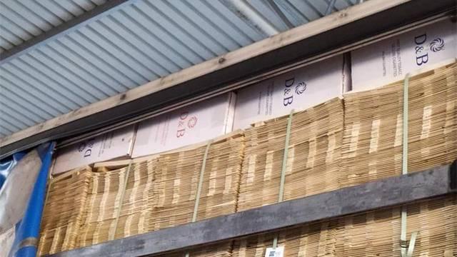 Švercao 50.000 kutija cigareta u kamionu, sakrio ih je u krovu
