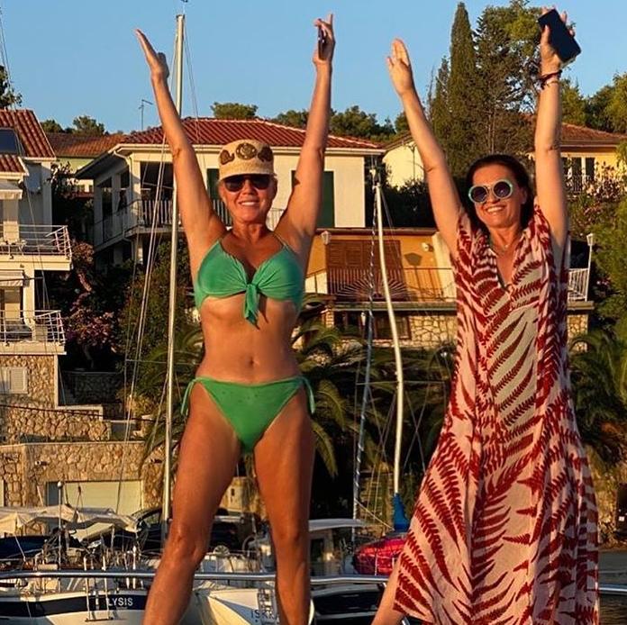 Brena i Nina časte  se na moru i poziraju u kupaćim kostimima