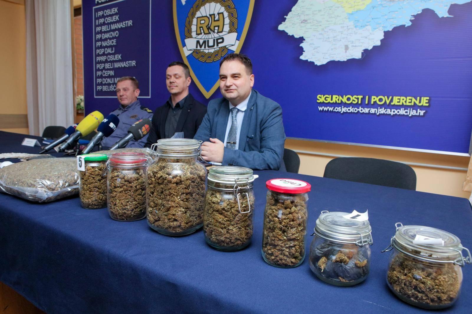 Osijek: Policija zaplijenila veću količinu droge na podrucju Đakova i Osijeka