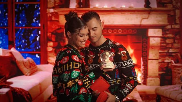 U mjesecima kad nam je zagrljaj  bio zabranjivan zbog virusa, odlučili smo se na  božićnu bajku