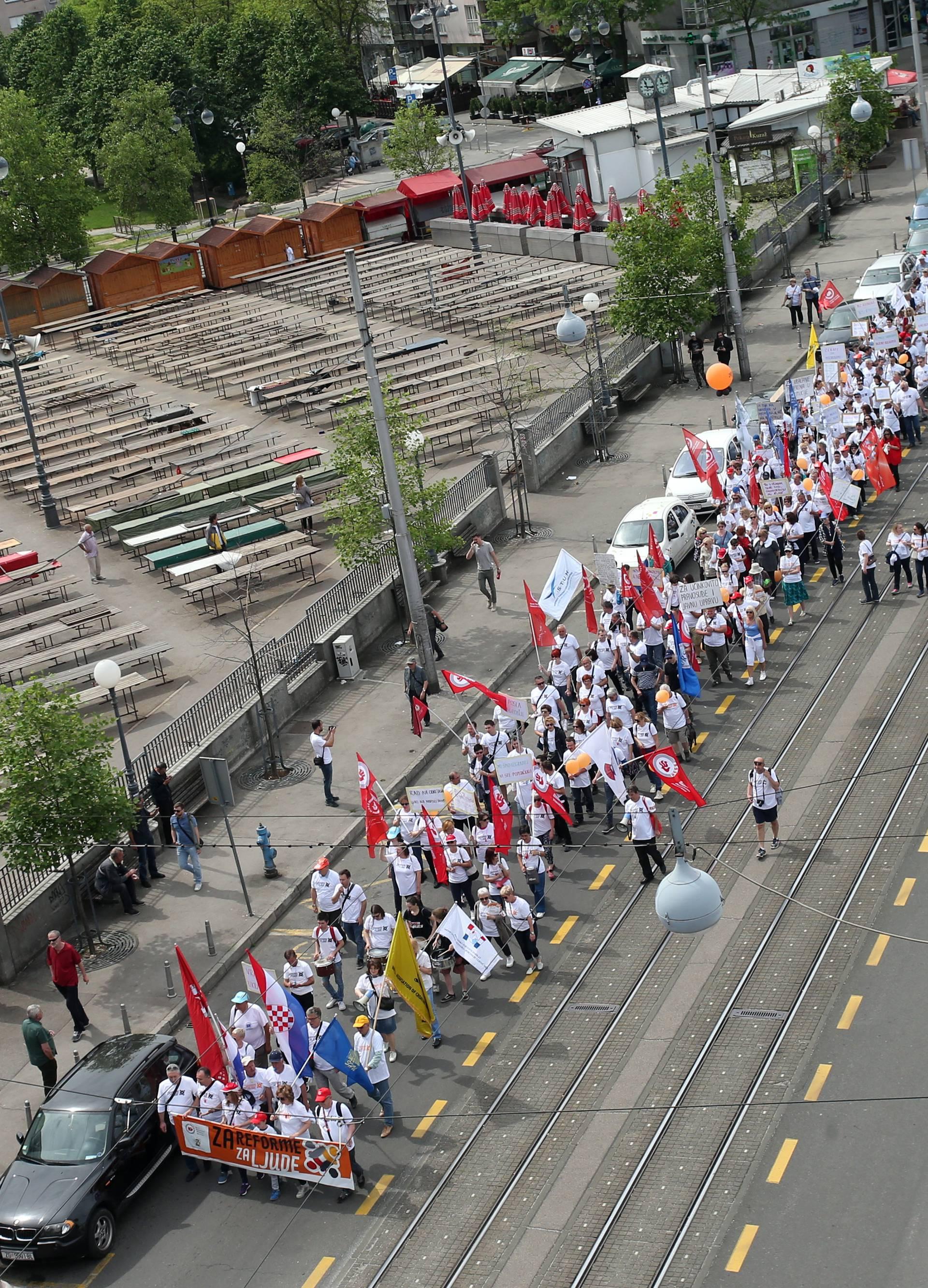 'Čekate da pocrkavamo': Ljudi prosvjedovali za Praznik rada