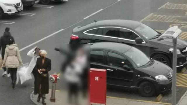 Procurile fotografije, fanovi su bijesni: Karleuša se 'bahato' parkira na mjestu za invalide...