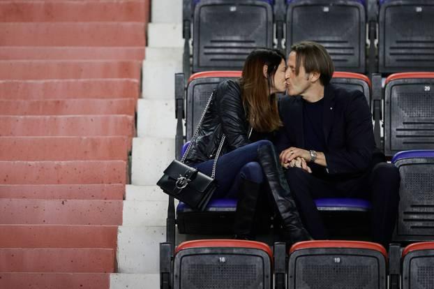 Split: Hajdukov trener Paolo Tramezzani sa suprugom Elisom nakon utakmice na tribini