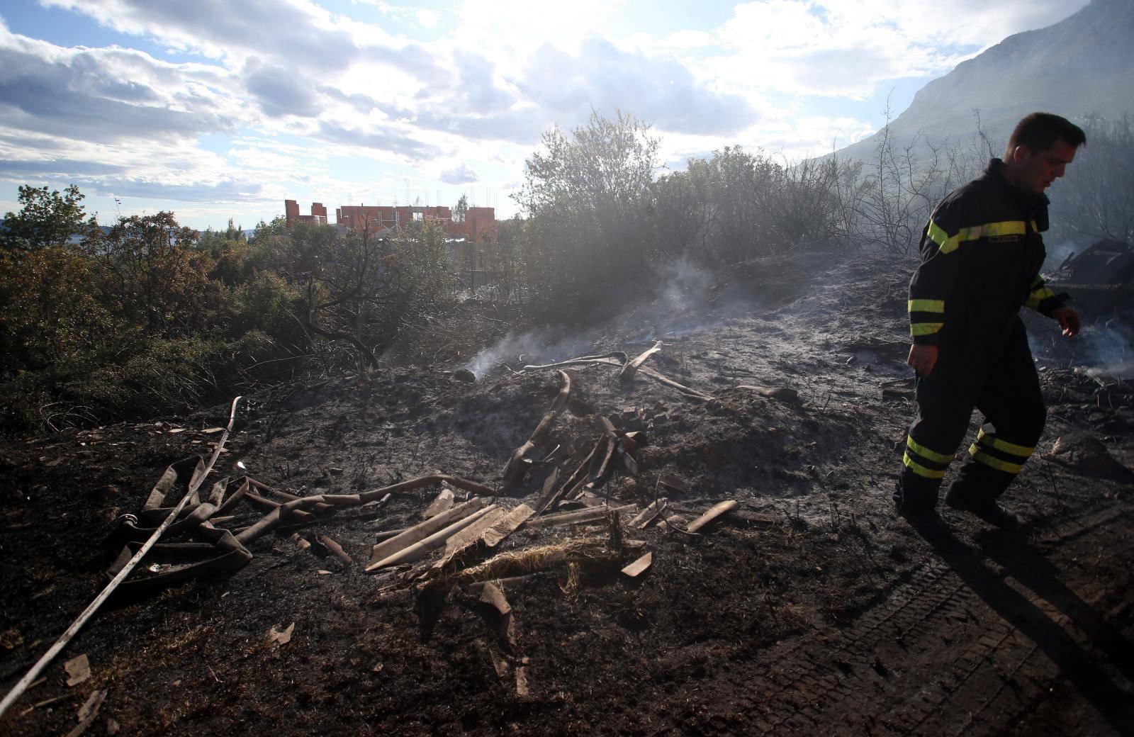 Kaštel Sućurac: Brzom intervencijom spriječeno širenje požara