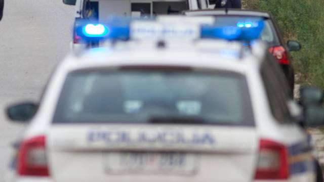 Na A1 kod Pirovca iz BMW-a izbacili kilogram amfetamina