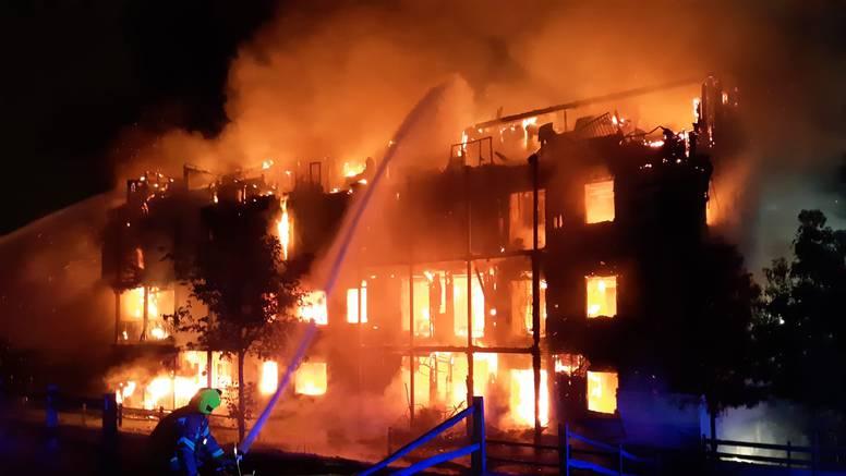 Čak 125 vatrogasaca borilo se s požarom koji je gutao zgradu
