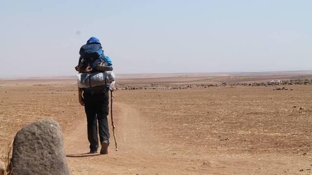 Za sve bez doma: Goran pješači kroz pustinju za sve izbjeglice