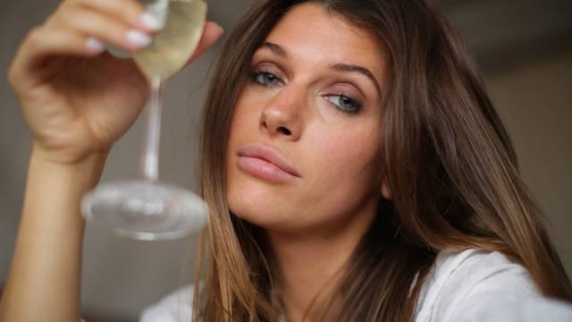 Ispovijest alkoholičarke: 'Piće je bilo moj lijek za usamljenost'
