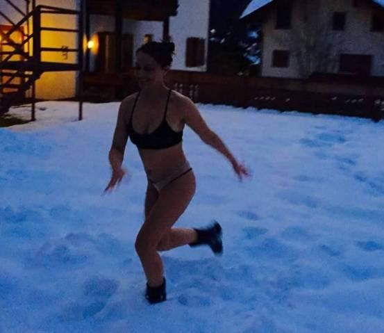 Polugola na snijegu: Antonija se definitivno ne boji zime