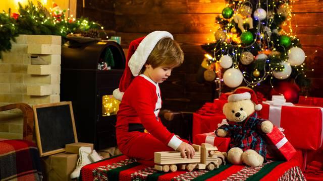Božićno čudo: Dječak prohodao, a kralježnica mu bila poput niti