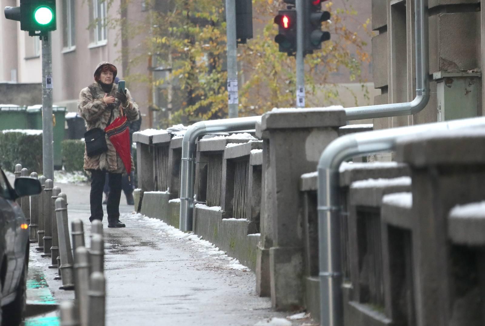 Zagreb: Najneobičnije rješenje žljebova na zgradi u Petrovoj iznenadilo građane