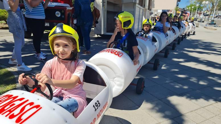 Vatrogasci iz Novske: 'Vlakić je pun pogodak, djeca svih uzrasta su sretna, u vožnji uživaju svi'