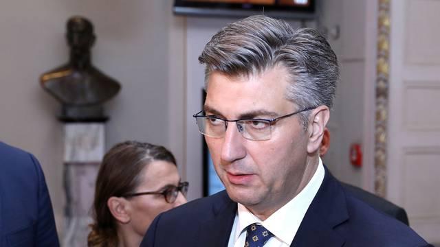 Zagreb: Plenković se obratio medijima nakon rasprave o proračunu RH za 2019.