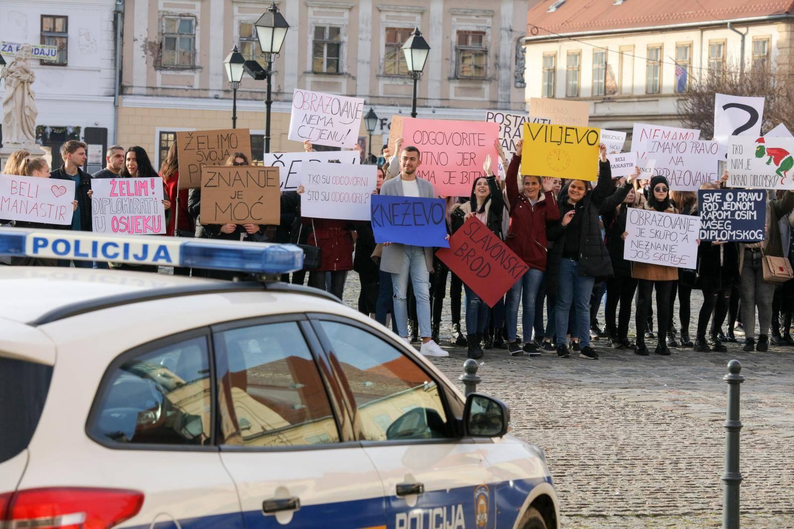 Studenti socijalnog rada u Osijeku prosvjeduju, traže diplomski studij