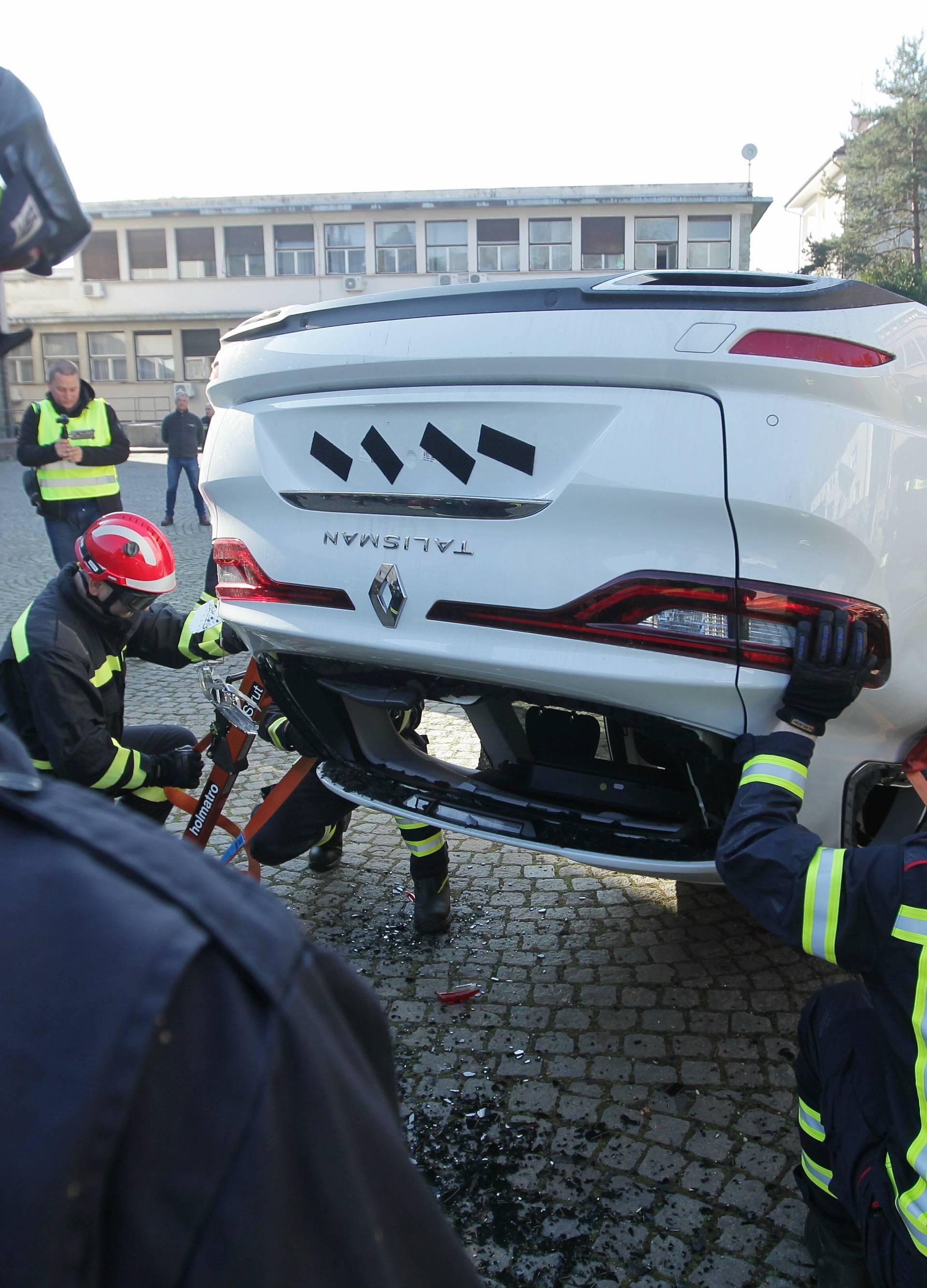 Skupa vježba: Razrezali  aute vrijedne više od 500.000 kuna