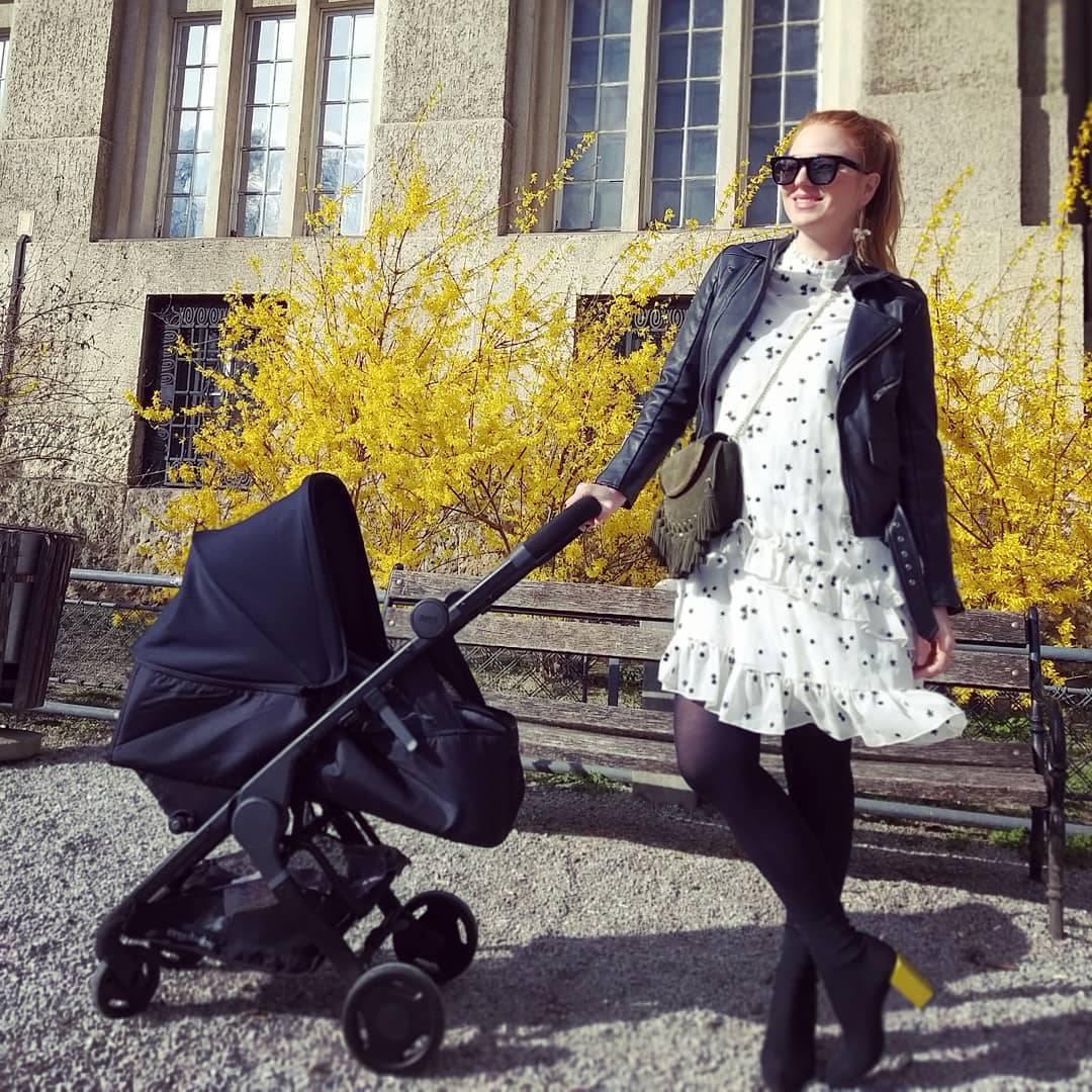 Mame u šetnji: Nataša i Anita modno se uskladile s bebama