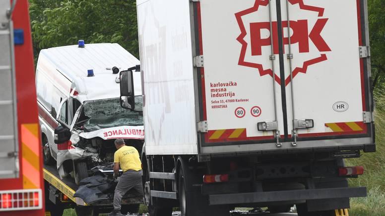 Sudarili se teretno vozilo i sanitet, dvoje ljudi je poginulo