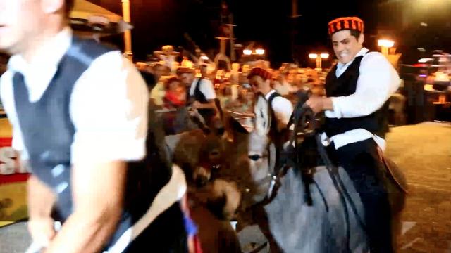 Tvrdoglavi magarci utrkivali se u Tribunju: Pobijedio Renault 4