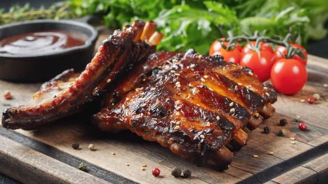 Tako lako: Ispecite sočna i meka svinjska rebarca na grillu