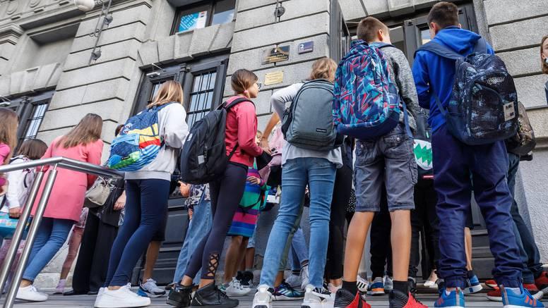 Razrušene škole nisu spremne za početak nastave: Učenici u centru i dalje dijele prostore