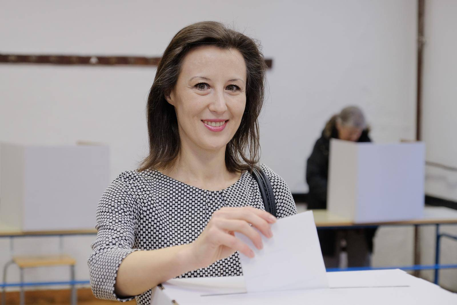 Zagreb: Predsjednička kandidatkinja Dalija Orešković glasovala na izborima
