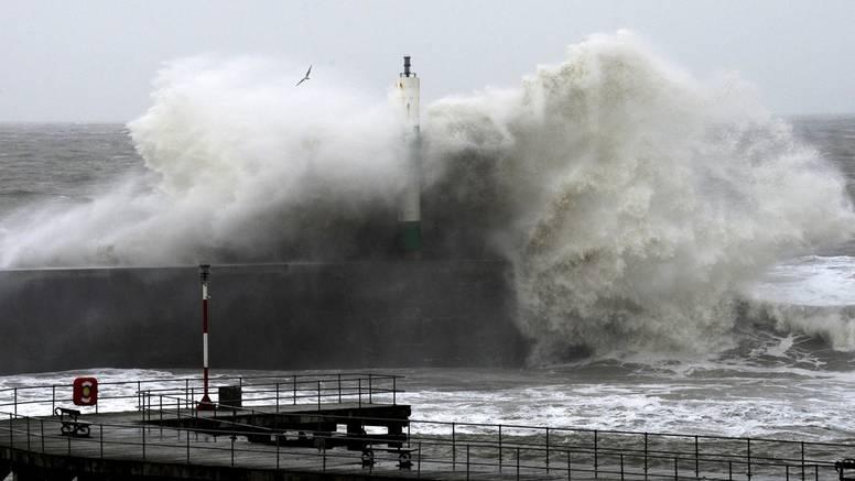 Golemi val poklopio i povukao cijelu obitelj u Atlantski ocean