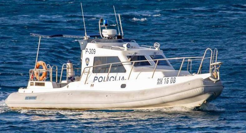 Mladić (23) odvezao jahtu, bez kontrole je plutala s dvoje ljudi