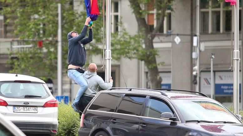 Nepoznati muškarci pokušali skinuti zastavu duginih boja