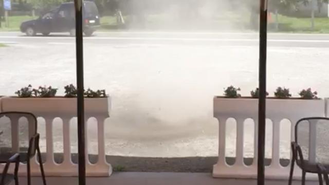 Snimila pijavicu ispred kafića: 'Svi smo se dobro prestrašili'