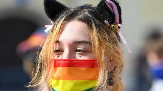 Pride stigao do parka Ribnjak: 'Ustav nam predstavlja zid jer ograničava i guši naše slobode!'