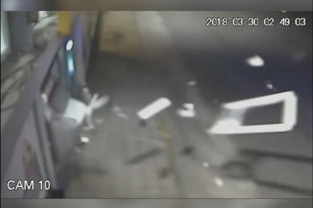 Sve je snimljeno: Evo kako su raznijeli bankomat u Karlovcu